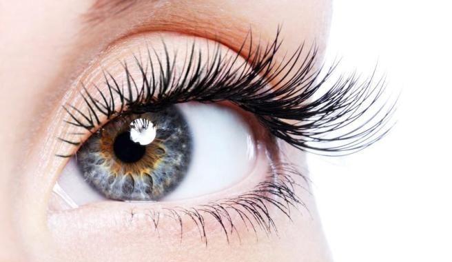 Aprovecha los usos del aceite de ricino para tu belleza.