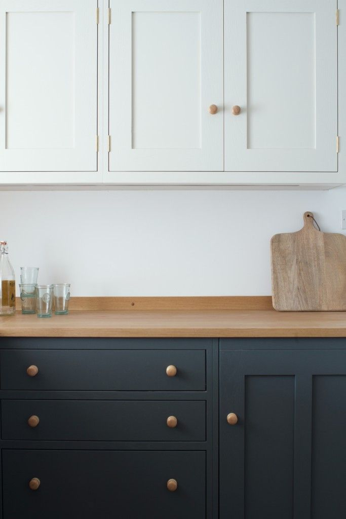 The oak worktop creates the perfect country feel in this shaker style oak kitchen. The base units are painted in Farrow & Ball Down Pipe while the wall units are painted in Farrow & Ball Shaded White.