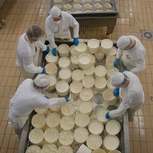 Anni 2000 - Il Gruppo Brunelli è sempre più attento alla necessità di tutelare i propri consumatori e garantire loro la reale qualità dei processi di produzione. Si decide di diventare azienda certificata in conformità con i massimi standards qualitativi.