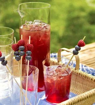 Праздничные напитки с соком граната
