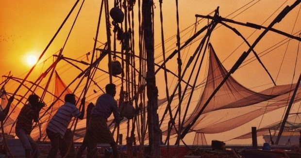 kalazis, ship workers, heavy objects, lift objects, pulley, steel ropes, mental calculation, traditional, hi-tech, machinery, calicut,