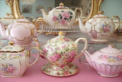 ABSOLUTELY beautiful collection! I love the chintz tea pot in the middle!