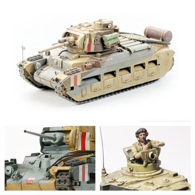 Британский пехотный танк Mk.II Matilda by Tamiya. Масштаб модели: 1/35. Длина в собранном виде: 178 мм. Особенности модели: возможность сборки Mk.I или Mk.II в зависимости от выбора пулеметной установки; точная реконструкция уникальной системы подвески; выбор открытого/закрытого положения люков. Механизм крепления люков позволяет изменять их положение; в комплект включена фигурка британского танкиста в мундире Североафриканской кампании; наклейки на выбор.