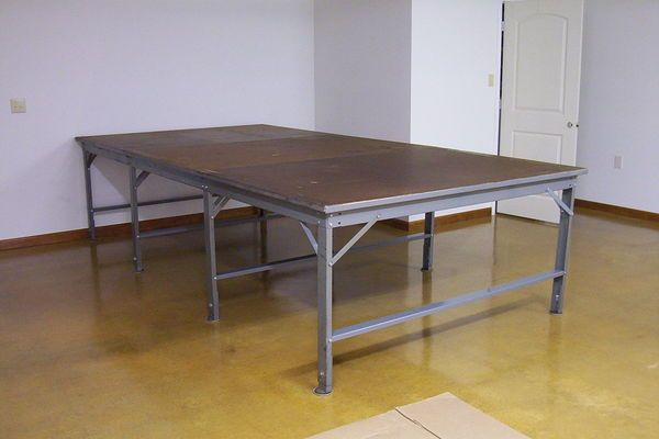 Industrial Cutting Tables For Fabric Sewing Studio