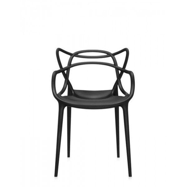 Masters es una silla con brazos, apilable y apta para su uso al aire libre. Diseñada a partir de la colaboración de Philippe Starck y Eugeni Quitllet, son un homenaje a tres clásicos del diseño como la Eiffel Chair de Charles Eames, la Serie 7 de Arne Jacobsen y la Tulip Armchair de Eero Saarinen.