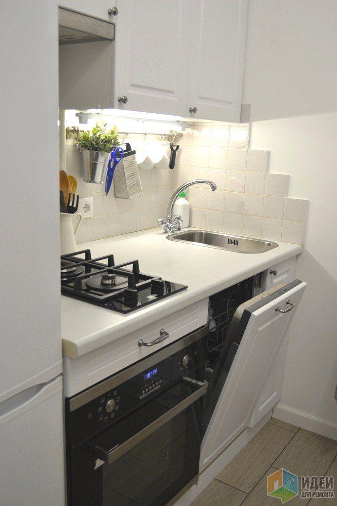 однокомнатная угловая хрущевка, кухня 4,7 кв.м (197см на 240см).
