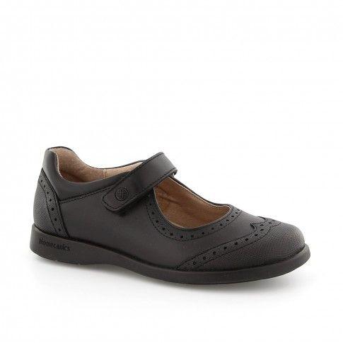 Pantofi negri, pentru fete, ideali a fi purtati cu uniforma scolara.