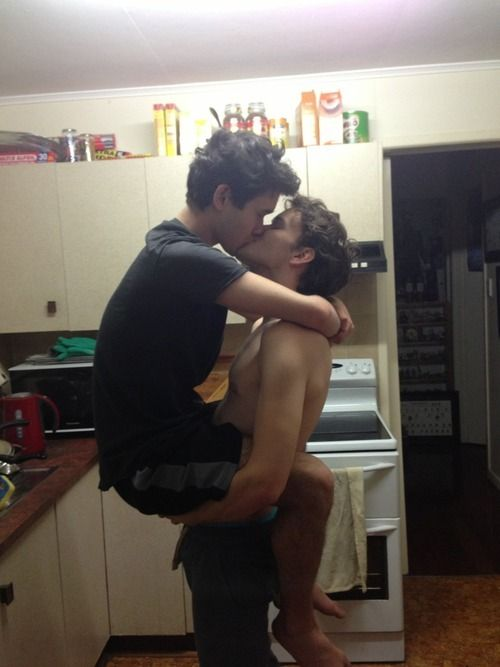 look at them they are so inlove in tha kitchen