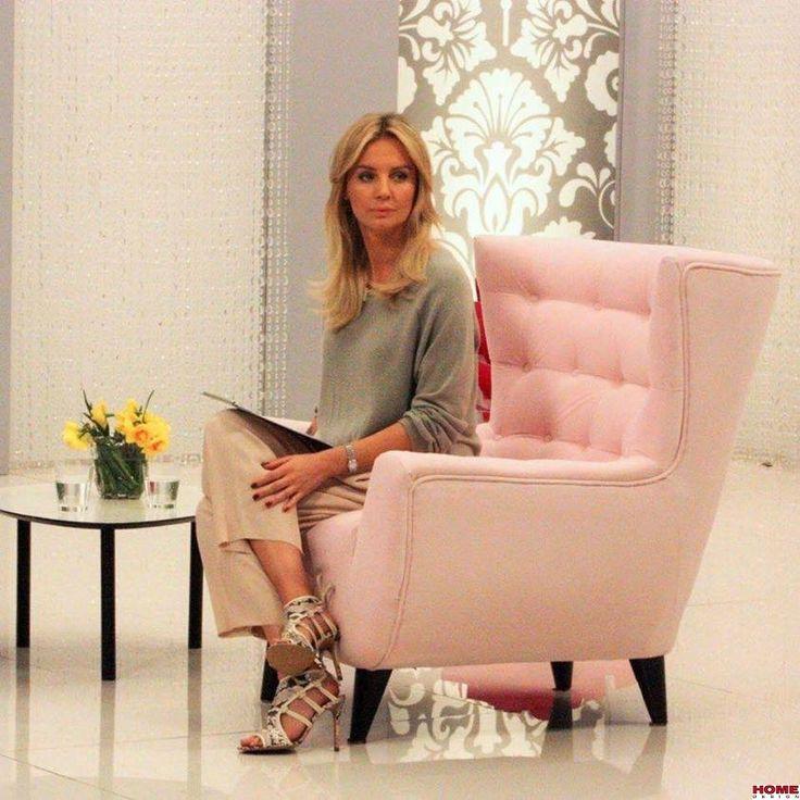 """Agnieszka Szulim. prowadząca program """"Stylowy Magazyn"""" na fotelu Candy: http://www.h-design.pl/pl/p/Kare-Design-Fotel-Candy-Shop-Pink-79203/4427"""