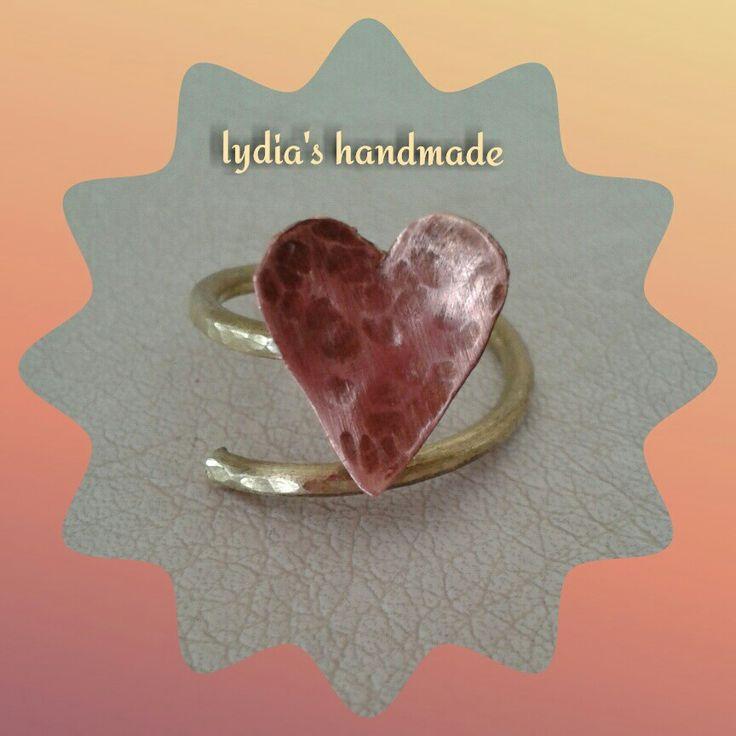 Δαχτυλίδι χειροποίητο καρδιά από χαλκό σφυρίλατη, με σύρμα ορείχαλκου!