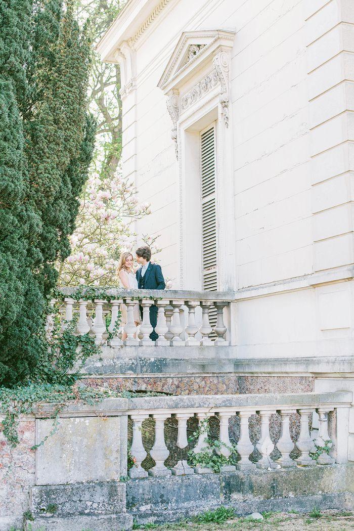 in Paris, Jardin de bagatelle, engagement pictures in Paris, beautiful place, love and romance