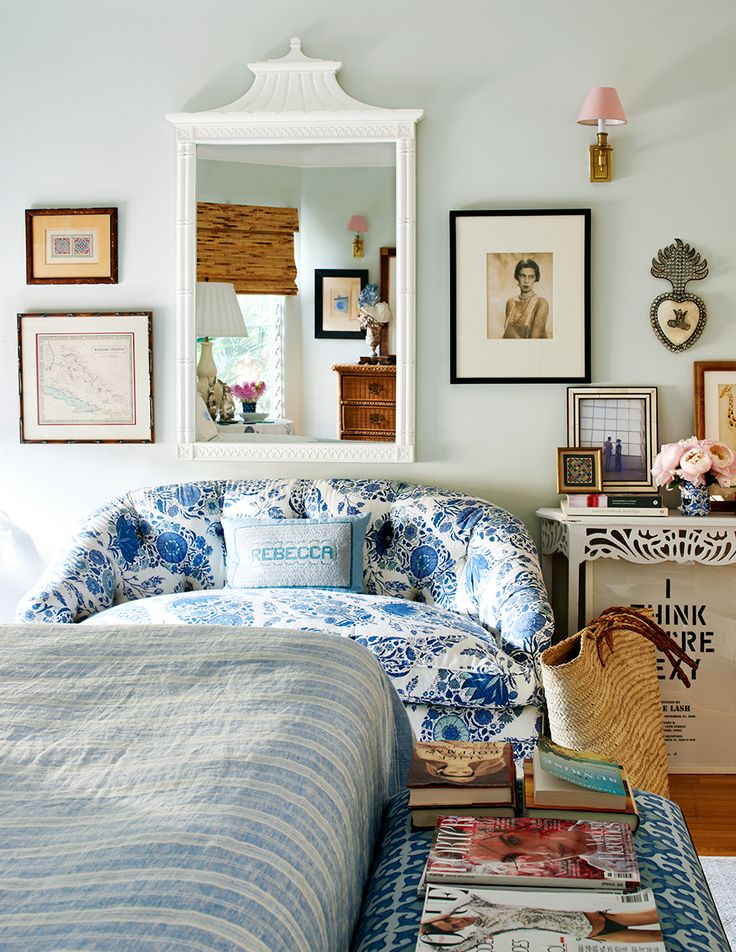 Domino magazine recentlypublished photos of designer Rebecca de Ravenel's Los Angeles abode (remember her bons bons earrings?) and the space is fabulous to say the least. A tropical west coa…