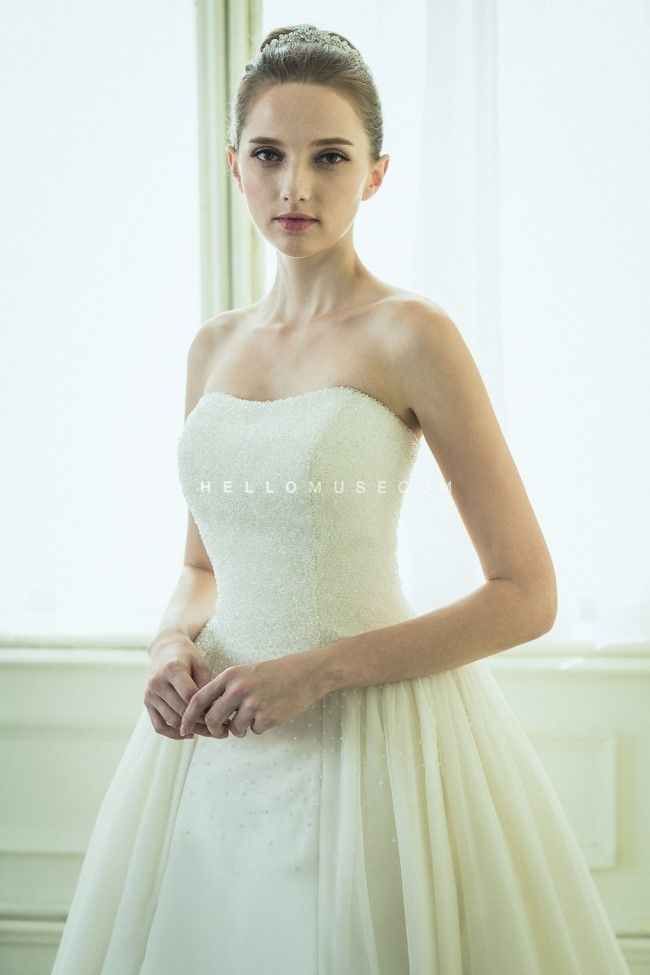 Korean bridal shop, famous bridal shop in Korea, Korean style wedding dress and wedding styling company, lace wedding dress, floral wedding dress, diamante wedding dress, lovely wedding dress, simple and modern wedding dress, Korean pre wedding photo shoot package wedding gowns, hellomuse