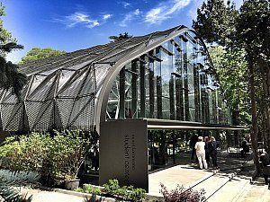 İstanbul Amerikan Robert Lisesi'nde inşaa edilen öğrenci merkezinin inşaatı 2016 yılında tamamlandı.