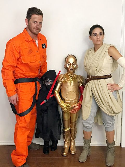 Star Wars: The Force Awakens DIY family Halloween costumes.  Click to see details and instructions for DIY Rey, Poe Dameron, C-3PO, and Kylo Ren costumes on Fab Everyday.  Pin if you have Star Wars fans at home! #cosplay #Halloween #StarWars #FabEveryday