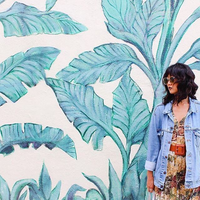 Summer prints 🌿🌿 Pic by @shae.ko  #mclabels #fashion #summer #patterns #leaves #wall #prints #blue #colors #colorful #hot #denim #lightblue #dress #funny #instahub #mcstyle #sun #style #streetstyle