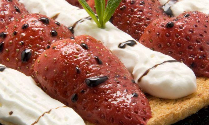 Receta de Tostas de fresas asadas con nata