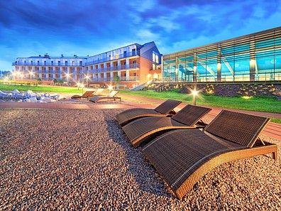 Hotel Słoneczny Zdrój Medical Spa & Wellness, Busko-Zdrój, Góry Świętokrzyskie. Widok z ogrodu w nocy #konferencjepolska, #konferencjewgórach, #konferencjebuskozdrój, #conferencespoland, #szkoleniawgorach,