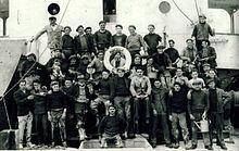 """Equipage de Terre-Neuvas: le """"Marcella"""", en 1938, à Saint-Pierre-et-Miquelon. http://fr.wikipedia.org/wiki/Terre-neuvas"""