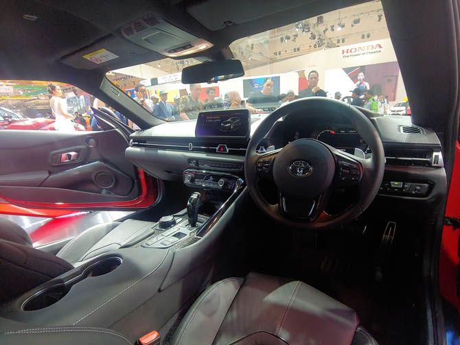 Menjajal Toyota Gr Supra Yang Kental Nuansa Balap Begini Sensasinya Toyota Supra Toyota Interior Mobil