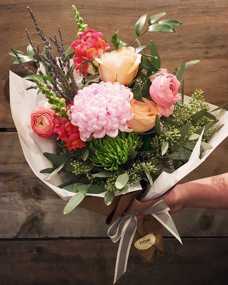 Setting its own statement, this unique custom bouquet allows us to express our creative style using a weekly selection of our finest blooms and foliage.  Roses, ranunculus, peonies, dahlias, snapdragons are some of the flowers you are sure to find according to the season.  This bouquet offers the option to be delivered with or without a vase. Free Oakville flower delivery