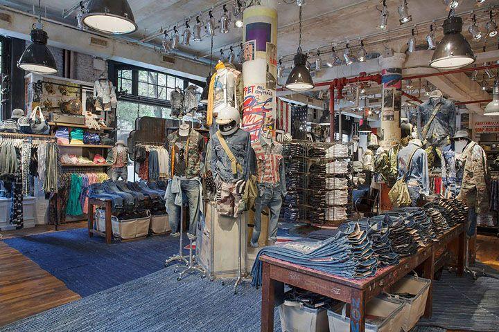 Необычный дизайн магазина джинсов в стиле лофт