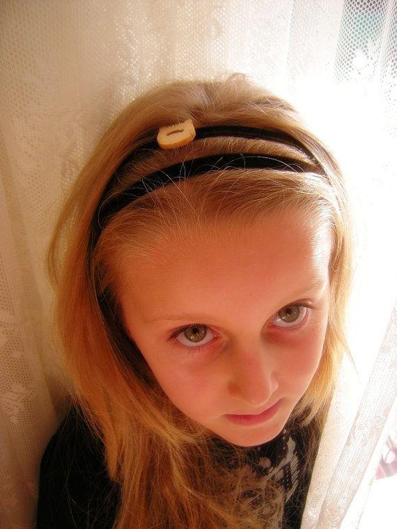 Romantic Headband in elastic brown velvet with di LaDolceAria, €3.00