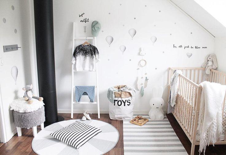 """Några favoriter: ljus&mörkgråa prickar gråa luftballonger silverhjärtat & texten """"Tur"""" Ni hittar allt i shopen  stickstay.se  #stickstay #stickers #wallstickers #väggdekoration #barnrum #kidsroom #barnrumsinspo #barnrumsinspiration #barnrumsinredning #barnrumsdetaljer #kidsdecor #finabarnsaker #finabarnrum #mittbarnerom #kidsinterior #kidsdesign #kidsperation #barneroom #inspirationforpojkar #inspoforkiddos #kidsinspo #kidsdeco #balloons #luftballong by stickstay.se"""