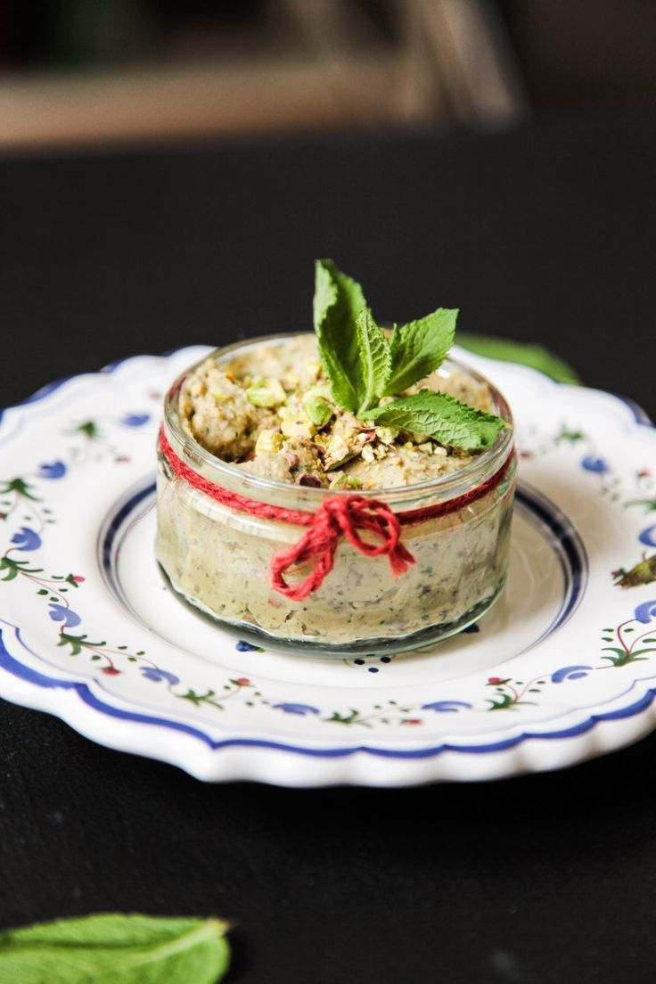 Mint and Pistachio Hummus   Berries and Spice
