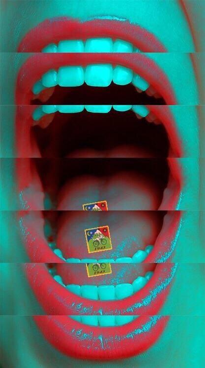 Toen Richard voor het eerst in zijn nieuwe kamer kwam verstopte hij zijn revolver onder de plinten. Nadat zijn revolver veilig verstopt was haalde hij de LSD postzegels uit zijn sok. Hij liet de postzegels oplossen op zijn tong en wachtte op de bijne spirituele hallucinaties. Na drugs en alcohol was hij ook verslaafd geraakt aan die korte LSD-tripjes.