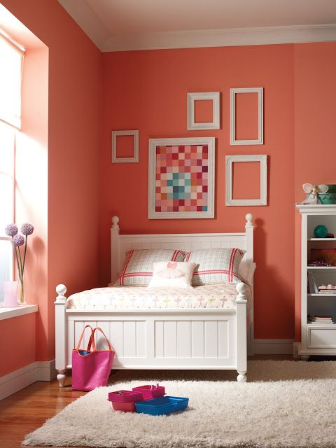 Favorite Paint Colors Blog Coral Gables by Benjamin Moore.  How boring would this room be without these amazing walls?