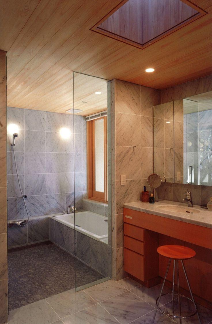 ガラスドアで開放感のあるバスルームを手に入れる!|SUVACO(スバコ) 建築家:妹尾正治「バスルーム」