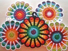 Flower Potholders - make your kitchen a work of art! #crochet potholders