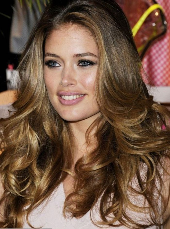 Glossy Wavy Hair In Warm Caramel Color With Natural Looking Dark Blonde Highlights And Cu In 2020 Brown Hair With Blonde Highlights Brown Blonde Hair Blonde Highlights