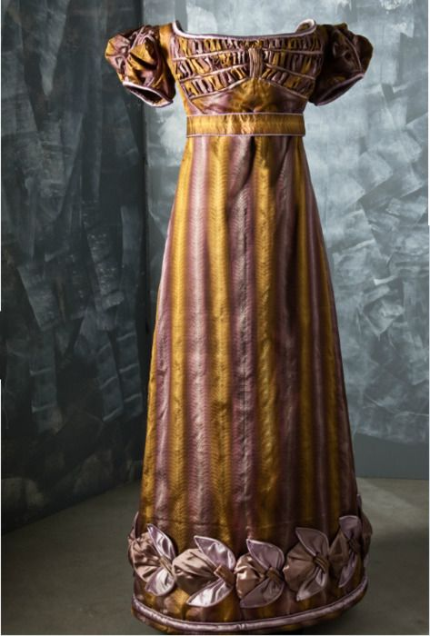 Evening dress, ca. 1820-23.. Sometimes I wish I was born in that era.. So many gorgeous things to wear... *sigh*