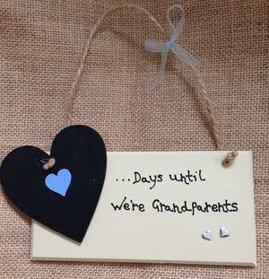 Chic Wooden Gift Plaque 'Days Until we're Grandparents'