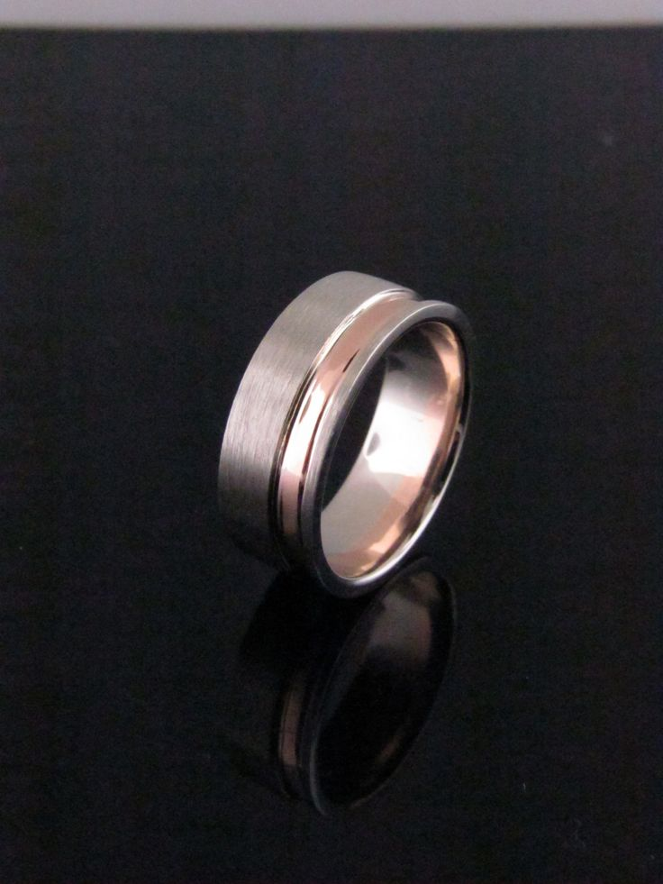 This men's wedding band in white and rose gold is timeless and classic. #men'sweddingbands #weddingbands #twotonerings #mensrings