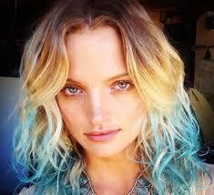 Risultati immagini per capelli punte blu