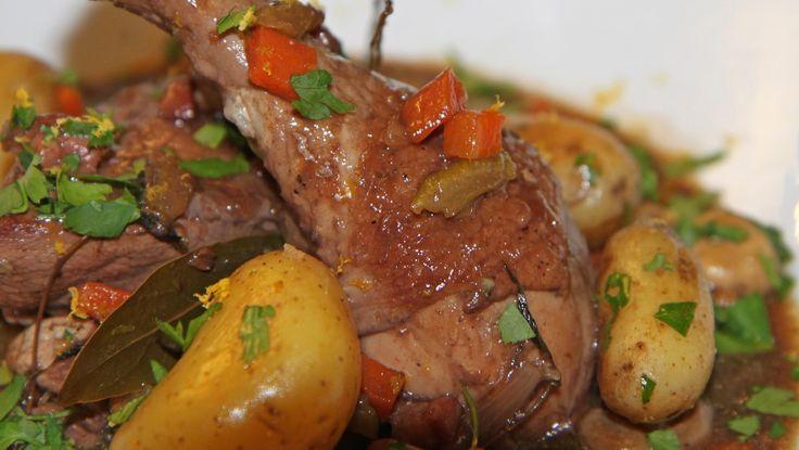 Brisen kylling - Kyllinger godt marinert i rødvin før de has i gryten med grønnsaker og god saus.