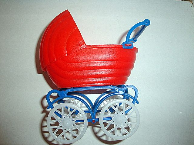 Малышка в коляске. Игрушки СССР - http://samoe-vazhnoe.blogspot.ru/
