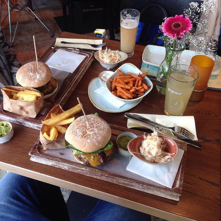 Hurray Hurray thank God it's cheat meal day  Frohe Pfingsten euch allen. Kurzes Feedback...von 1068kg wiege ich zwar nur noch 96kg aber wisst ihr was?! Who cares?! mir ist das alles egal geworden  #pfingsten #cheatmeal #refeed #sommer #happy #live #life #enjoy #food #keto #love #thebigeasy #mainz #fun #motivation #celebration #restaurant #chill #relax #mygirl #gym #lifestyle #gymstyle #picoftheday #instagood #burger #myfitnessjourney by gymaddict83