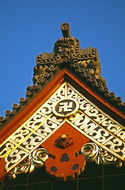 Senso Temple Roof, Asakusa, Tokyo... My absolute favorite area in Tokyo!