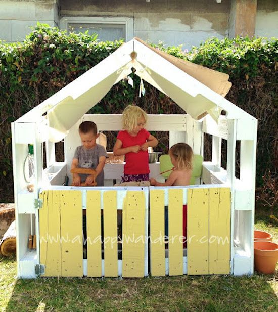 Wooden Pallet Playhouse DIY