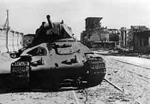 Т-34 — Подбитый Т-34 в Сталинграде, 8 октября 1942. Хорошо заметны пробоины от снарядов в лобовой броне.