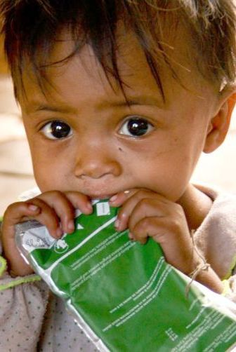 This is one of the most popular #SurvivalGifts with Canadians: the Plumpy'Nut, a peanut-based, therapeutic food pack that can boost a malnourished child's chance of survival. With 3 packets a day, undernourished child gain up to 2 pounds in 1 week. This is one of many meaningful Christmas gift ideas.