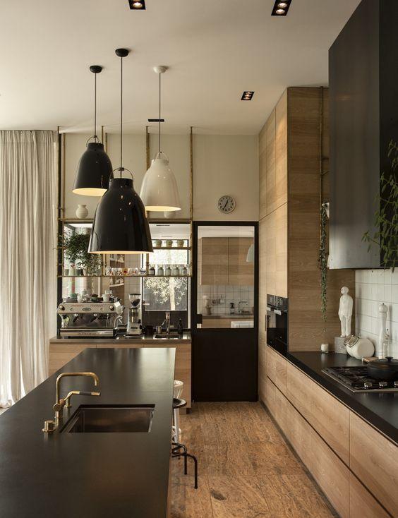 Casinha colorida: Pendentes na iluminação de cozinhas