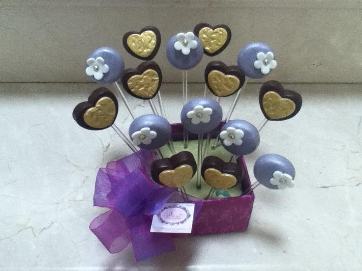 Corazones de chocolate y mazapan de almendra