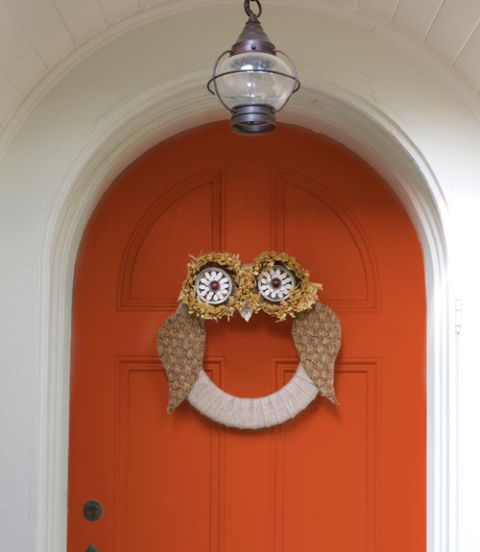 Fashion this owl wreath for an adorable fall entrance. Your neighbors will think it's a hoot! Get the tutorial here.