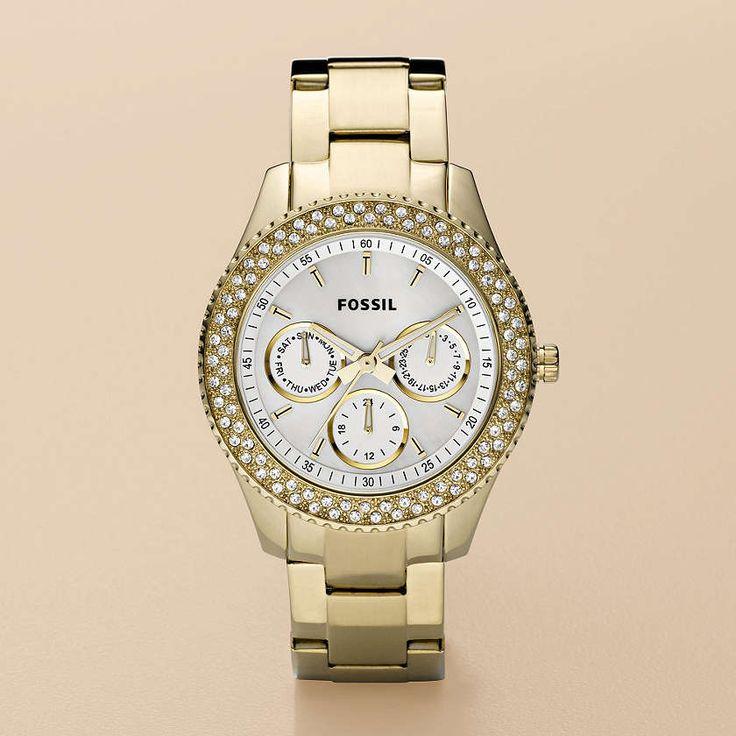 Dit Fossil horloge is geelgoud van kleur en rond de klok is een dubbele rij zirkonia steentje gezet. Met dit horloge ben je altijd 'fashionably on time'!