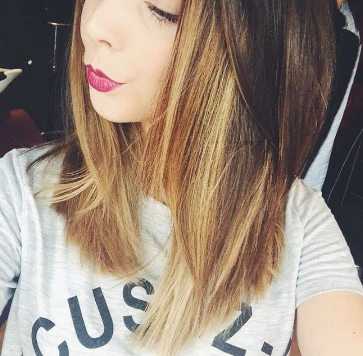 Zoe has her blonde back! It looks gorgeous!